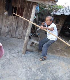 邢亜响さん(1923年生)、楽東黎族自治県尖峰鎮黒眉村(2006年3月31日)